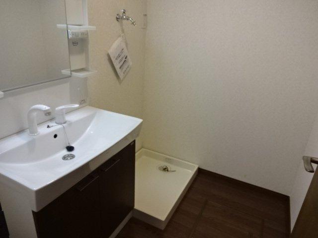 コンフォース鳩山 00101号室の洗面所
