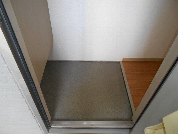 リバーサイドハウス 105号室の玄関