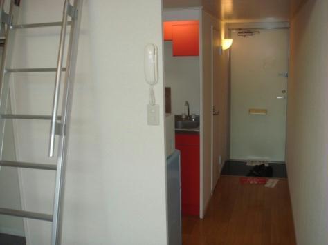 レオパレスアジマ 103号室の玄関