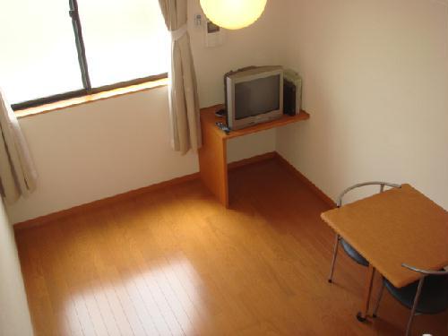 レオパレス富士 215号室のリビング