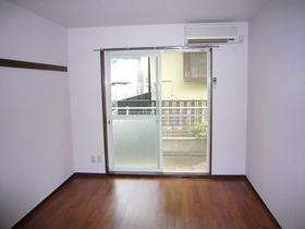 ベルハウス 202号室の玄関