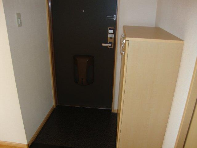 G-SHINE 101号室の玄関