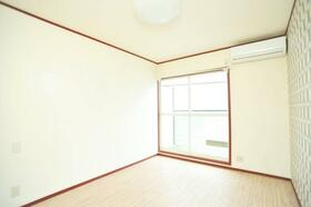 ルビーライト鶴ヶ岡 203号室のリビング