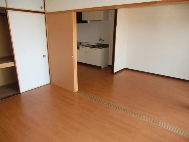 杉浦マンション 305号室のリビング
