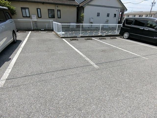 サンライズヴィラ 03030号室の駐車場