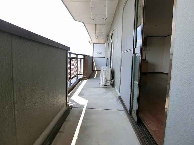 サンライズヴィラ 03030号室のバルコニー
