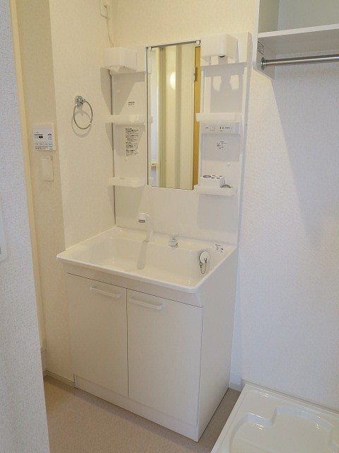コンフォート東鶉 01010号室の洗面所