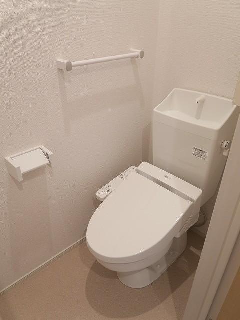 コンフォート東鶉 01010号室のトイレ