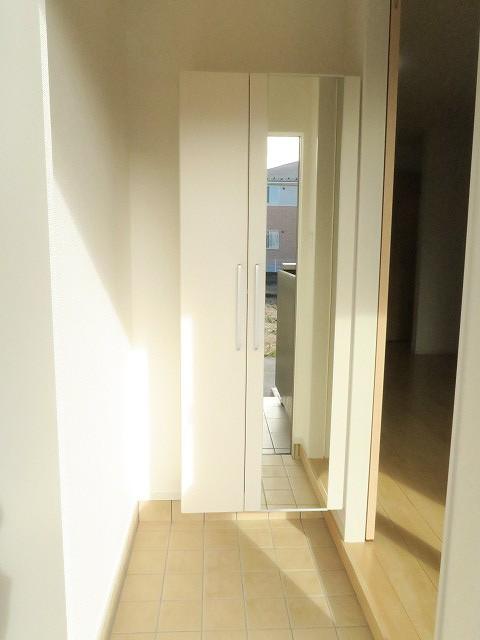 コンフォート東鶉 01010号室の玄関