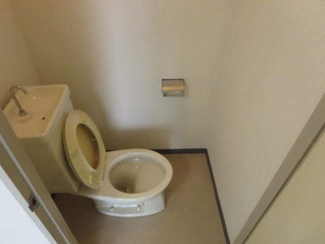 ロイヤル石榑Ⅱ 202号室のトイレ