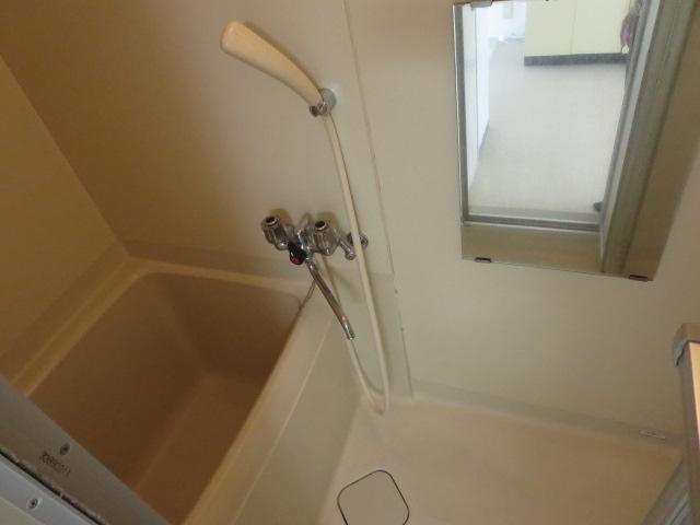 ロイヤル石榑Ⅱ 202号室の風呂