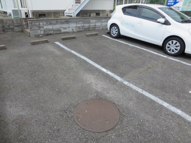 ロイヤル石榑Ⅱ 202号室の駐車場