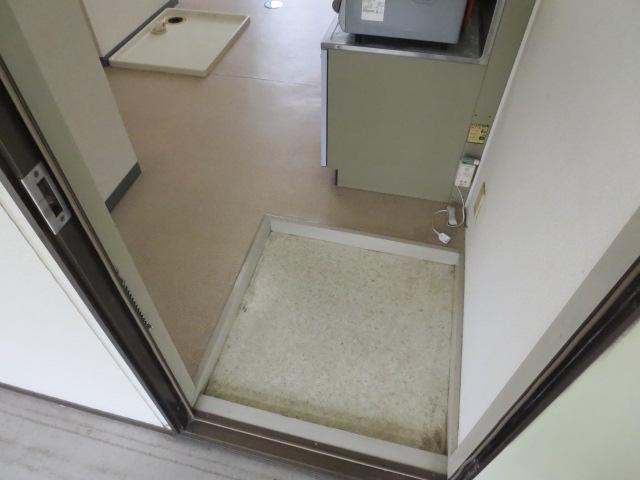 ロイヤル石榑Ⅱ 202号室の玄関