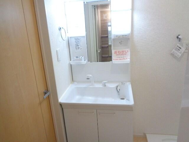 ファミーユさかほぎP 02040号室の洗面所
