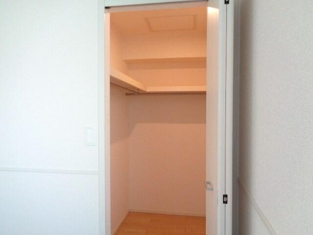 ファミーユさかほぎP 02040号室の収納