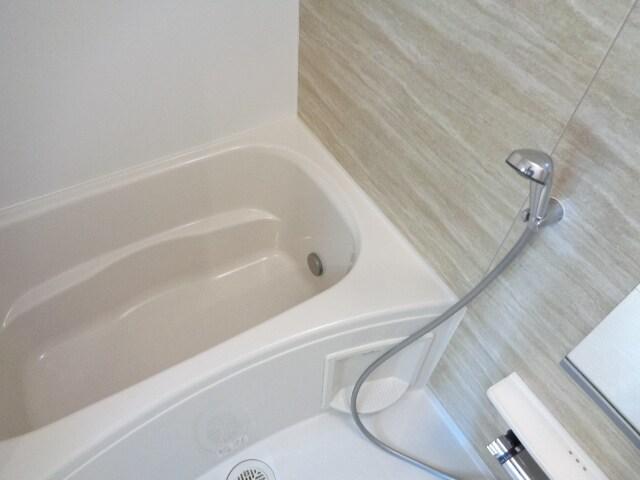 ファミーユさかほぎP 02040号室の風呂