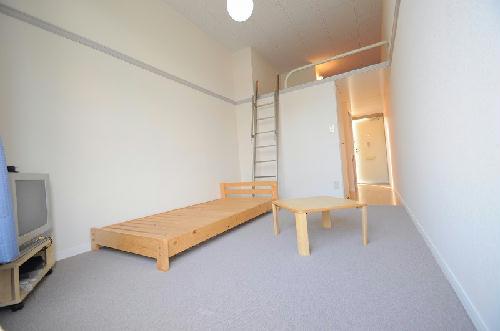 レオパレスELF 101号室のリビング