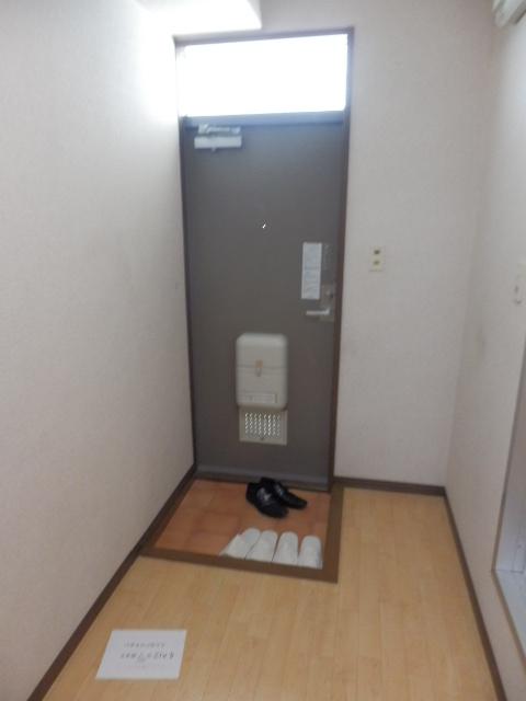 アンフルーヴ 102号室の玄関