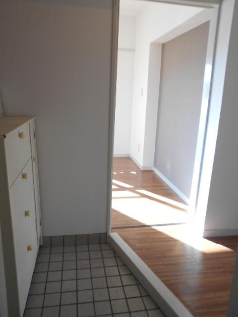 ジュネス藤 31号室の玄関