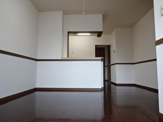 コンフォース鳩山 00103号室のリビング