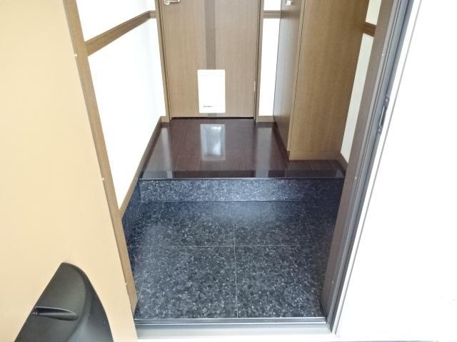 コンフォース鳩山 00103号室の玄関