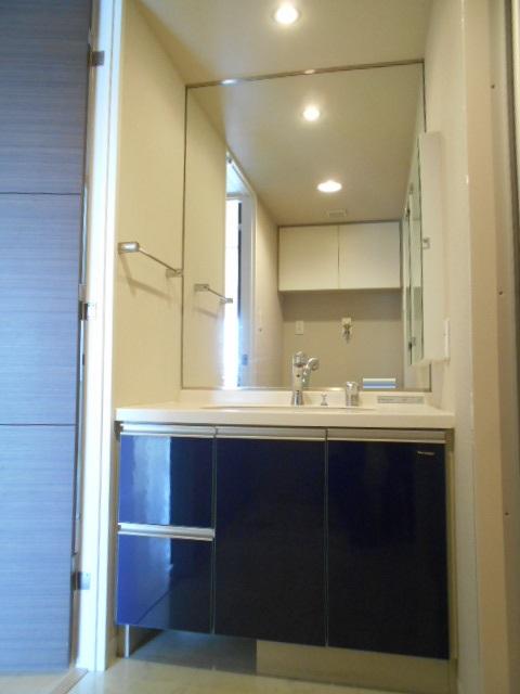 モナーク沼津 402号室の洗面所