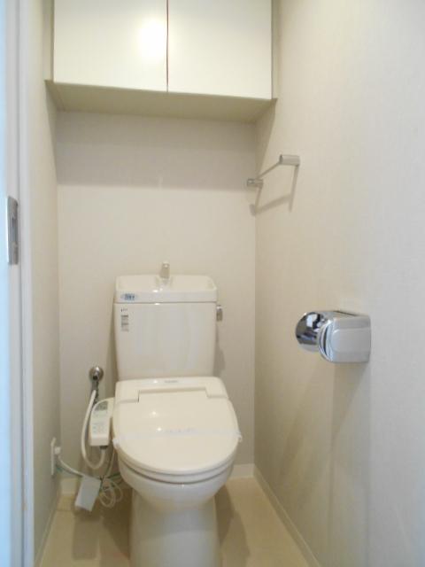 モナーク沼津 402号室のトイレ