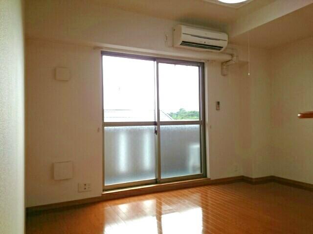 グロワール 03040号室のリビング