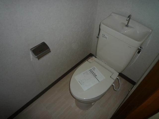 アンドウビル 205号室のトイレ