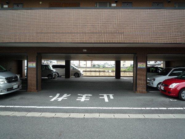 エステート15 203号室の駐車場