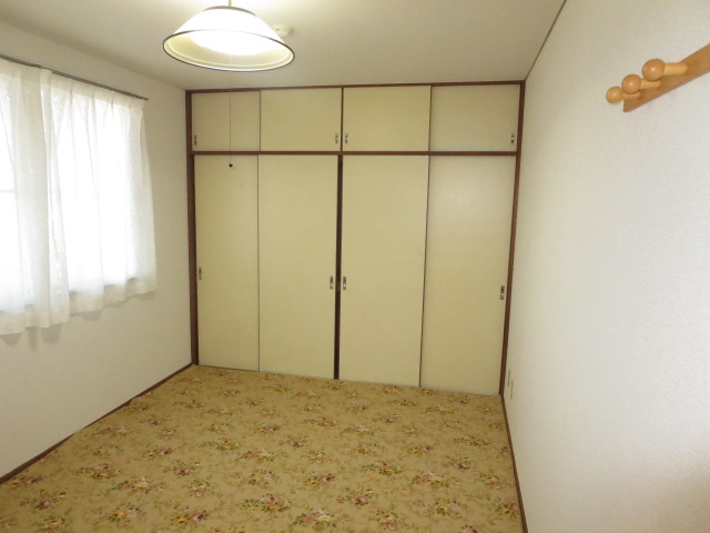 パークハイツ愛成 WEST 302号室のリビング