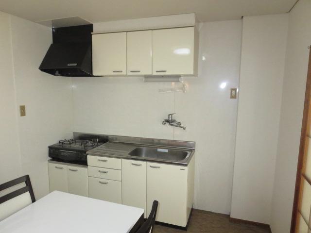 パークハイツ愛成 WEST 302号室のキッチン