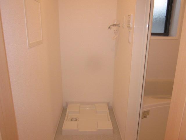 シャロン 02010号室の駐車場