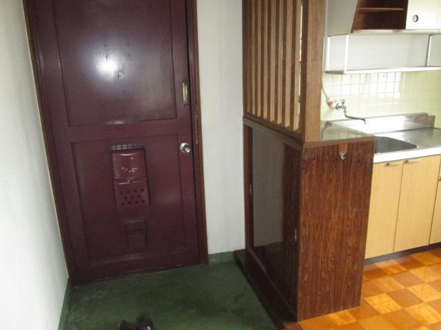 西川手ビル 301号室の玄関