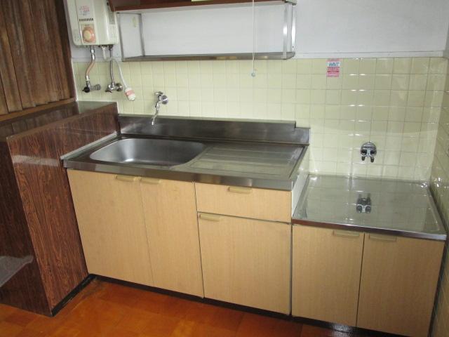 西川手ビル 301号室のキッチン