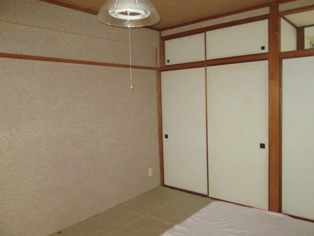 西川手ビル 301号室のリビング