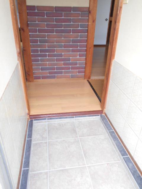 山口アパート 202号室の玄関