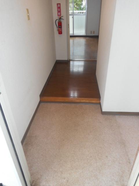 グランシャリオ竜南 103号室の玄関