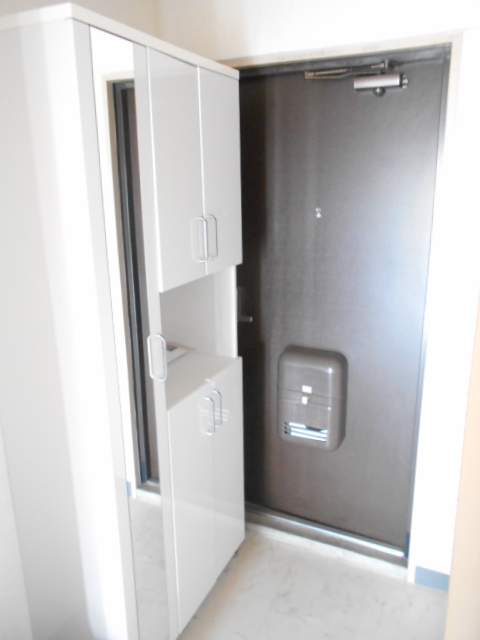 メゾンドール加藤 305号室の玄関
