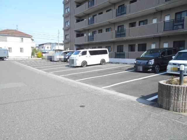 WIZARD 03020号室の駐車場