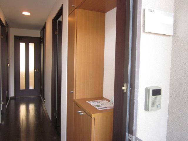 WIZARD 03020号室の玄関