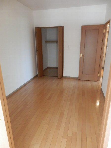 ハイビスカス辰巳 301号室の居室