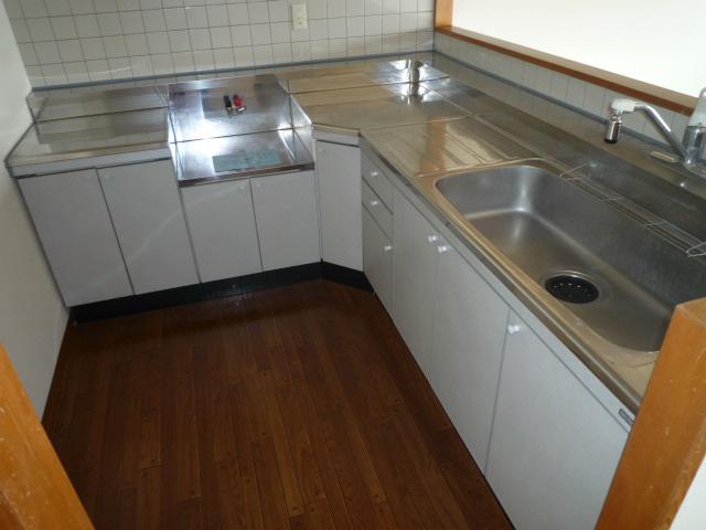 サンシャイン今伊勢 205号室のキッチン