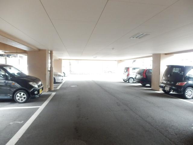 サンメゾン大宮 202号室の駐車場