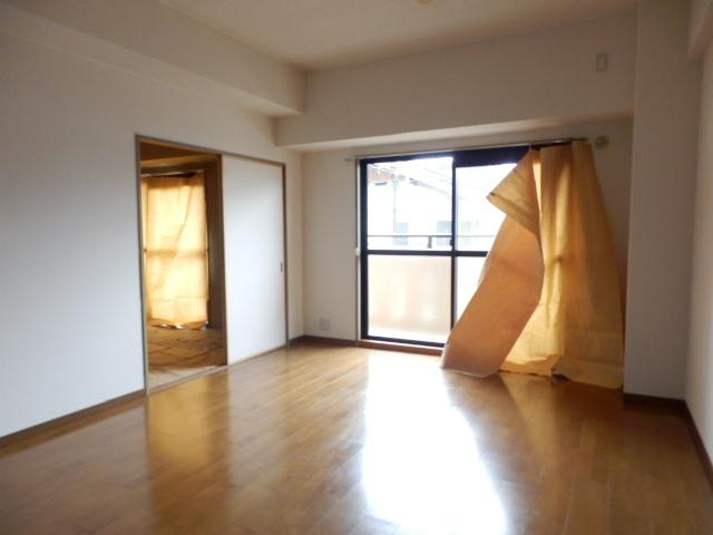 サンメゾン大宮 202号室のリビング