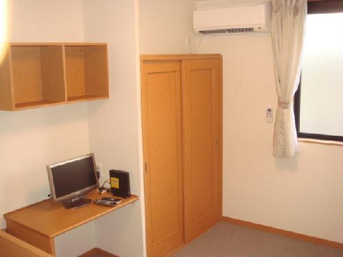 レオパレスエクセルⅡ 204号室のベッドルーム