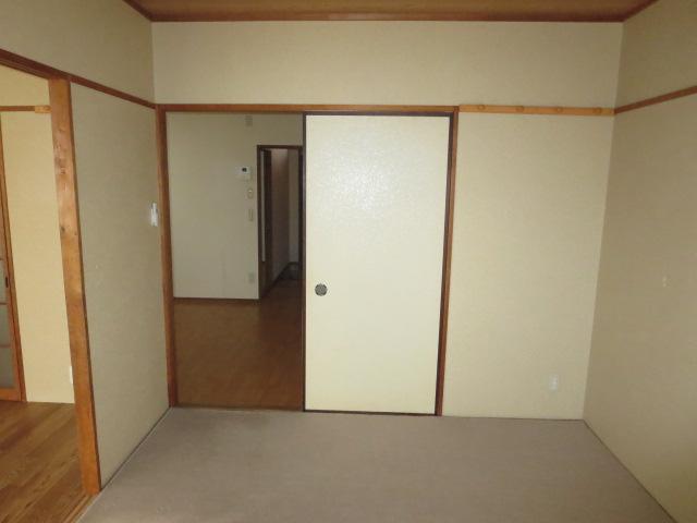 パークハイツ愛成 EAST 303号室のリビング
