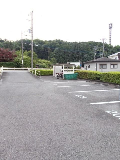 サンライズK'S 02030号室の駐車場