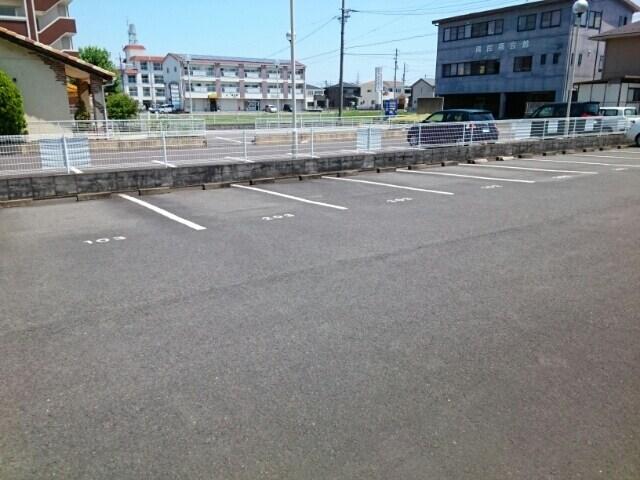 グランデージ堀 03040号室の駐車場
