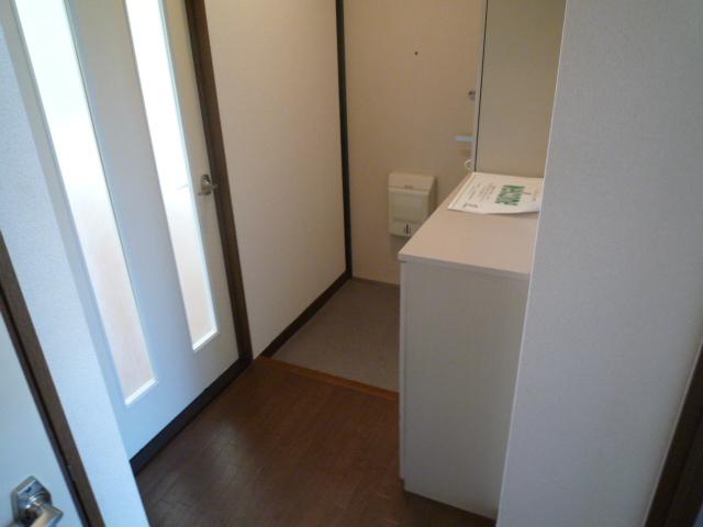 グランデージ堀 03040号室の玄関